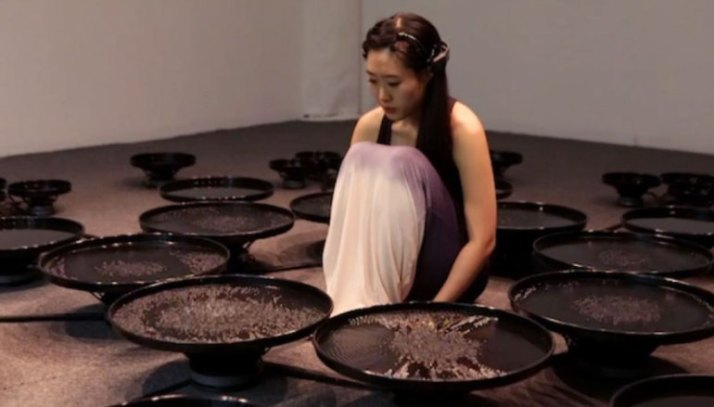 This-Amazing-Artist-Uses-Emotional-Brain-Waves-To-Manipulate-Water[1]