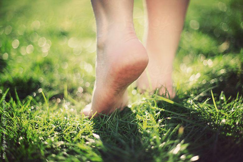 Toprakta-yürümenin-yararları[1]