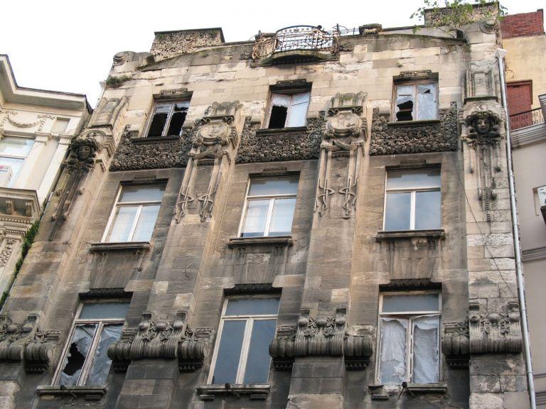 istanbul-eski-apartmanlar-botter-768x576[1]
