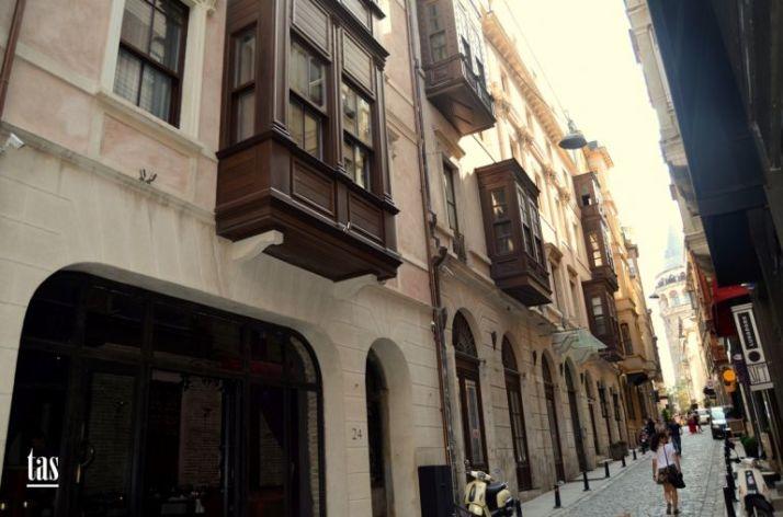 istanbul-eski-apartmanlar-kamondo-768x508[1]