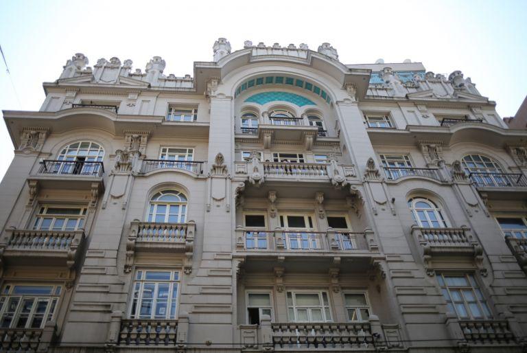 istanbul-eski-apartmanlar-misir-apartmani-768x514[1]