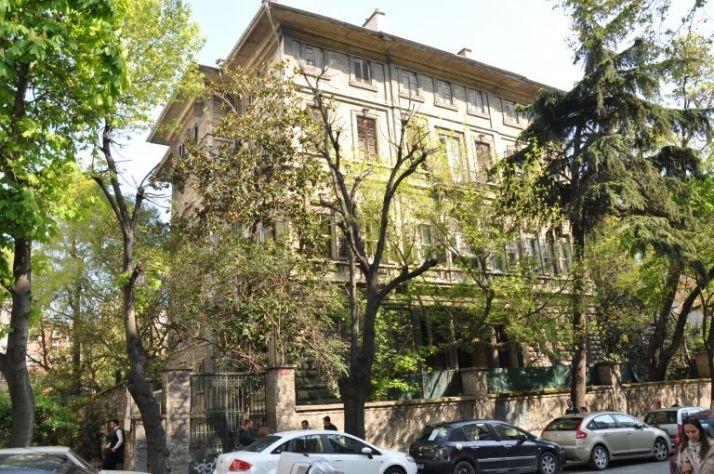 istanbul-eski-apartmanlar-sarica-arif-pasa-768x510[1]